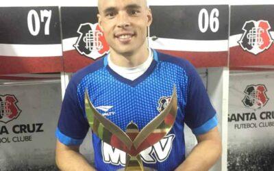 """Campeão e feliz no Santa, Julio Cesar garante já se sentir em casa: """"Camisa caiu bem"""""""