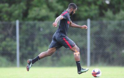 Lateral-direito Junio treina com o elenco profissional do Internacional