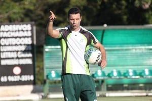 Técnico Júnior Rocha volta ao Luverdense