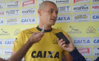 Há nove jogos invicto, Raphael Silva fala sobre importância de defesa sólida no Criciúma