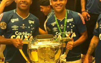 Alisson e Elber são campeões da Copa do Brasil de 2017 pelo Cruzeiro