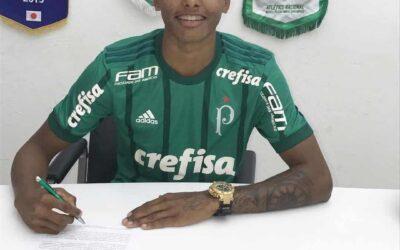 Atacante Fernando, um dos destaques do Sub-20, renova contrato com o Palmeiras