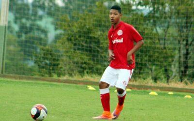 Atacante Gabriel Chokito, do Internacional, é novo cliente da Un1que Football