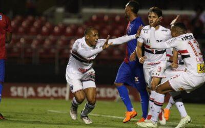 """Zagueiro marca e garante vitória do São Paulo. Parabéns, Bruno Alves: """"Ganhei o meu presente"""""""