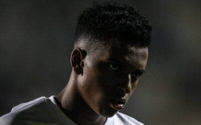 Antes duelo do Santos pela Libertadores, atacante Rodrygo é destaque em perfil da Folha de S. Paulo