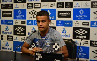 Antes de reencontrar Cruzeiro, Alisson comemora prêmio de gol mais bonito do Gaúchão