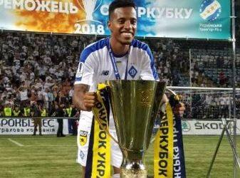 Tchê Tchê 'repete' Palmeiras e conquista título da Supercopa da Ucrânia em estreia pelo Dynamo de Kiev