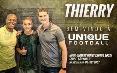 Thierry Henry, atacante do São Paulo, é o novo cliente da Un1que Football