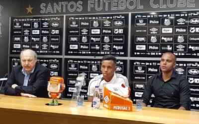 Rodrygo se despede do Santos em coletiva especial