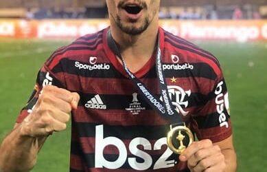 Rodrigo Caio faz história e Flamengo é campeão da Libertadores