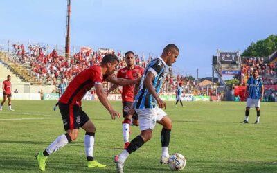 Alisson completa 100 partidas pelo Grêmio com vitória
