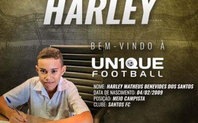Harley, meio-campista do Santos Sub-11, é o novo cliente da Un1que Football