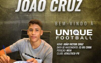 João Cruz, meia do Athletico-PR Sub-15, é o novo cliente da Un1que Football