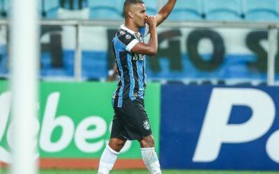 Alisson deixa lesões no passado e vira líder em número de jogos pelo Grêmio nos últimos dois anos