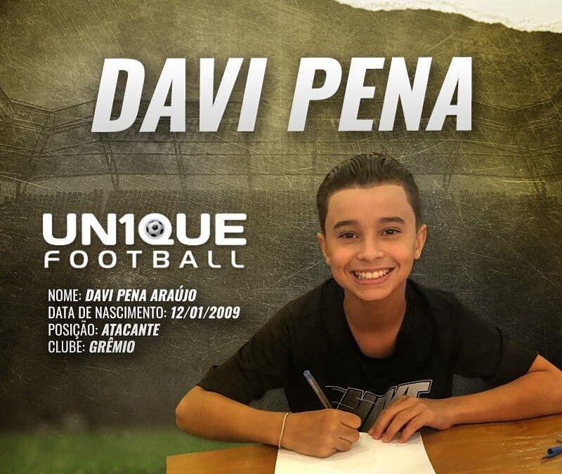 Atacante Davi Pena, do Grêmio, assina contrato com a Nike
