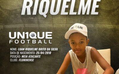 Luan Riquelme, meia-atacante do Fluminense, assina contrato com a Nike