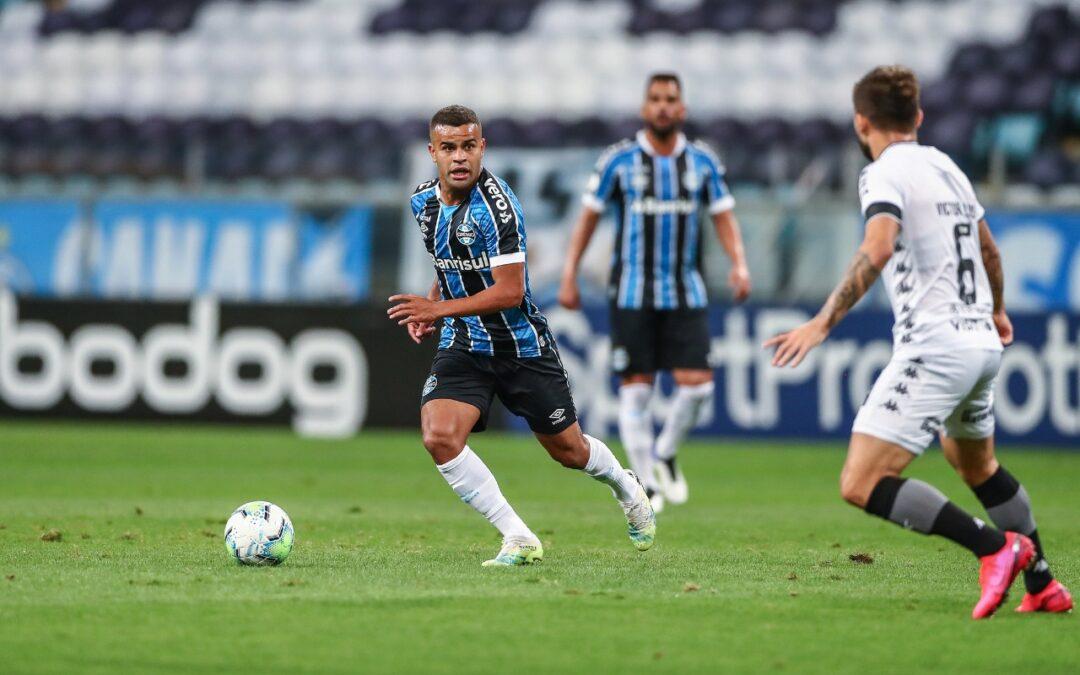 Com mais uma assistência na temporada, Alisson se destaca em triunfo do Grêmio