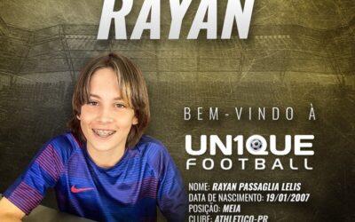Rayan, meia do Athletico Paranaense sub-13, é o novo cliente da Un1que Football
