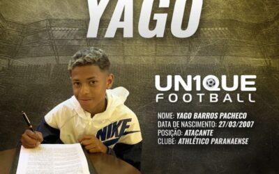 Yago, atacante destaque do Athético-PR sub-14, assina contrato com a Nike