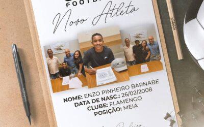Enzo, meio-campista do Flamengo Sub-13, é o novo cliente da Un1que Football
