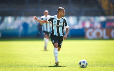 """Formado no Cruzeiro, Alisson faz mais jogos pelo Grêmio e vibra: """"Me identifiquei muito"""""""